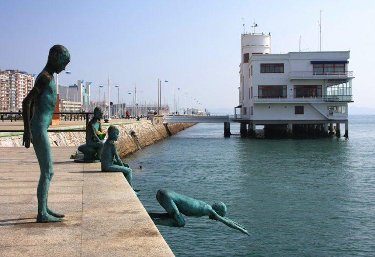 Qué ver y hacer en Santander recorriendo la bahía y Puerto Chico