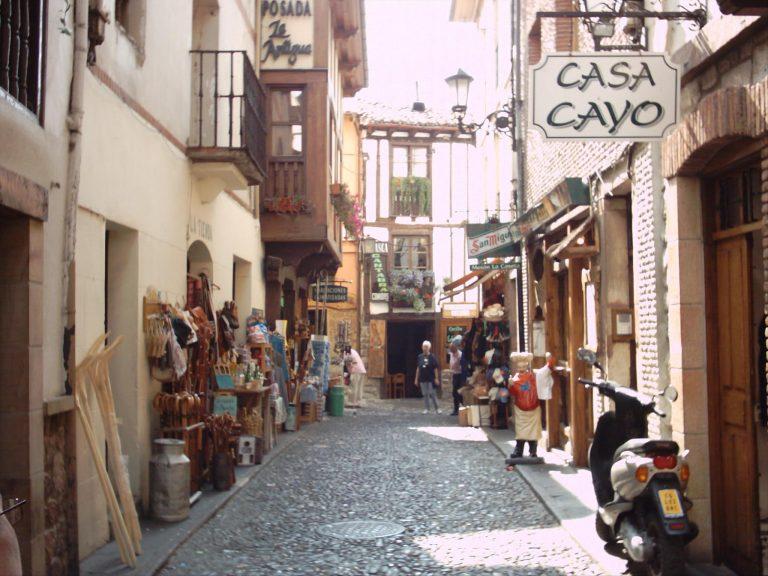 Qué ver y qué hacer en Liébana, pasea por las calle empedradas de Potes