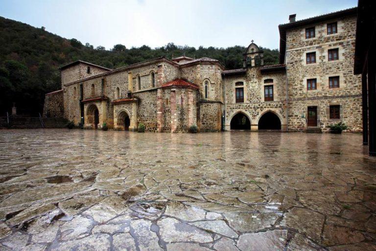 Qué ver y qué hacer en Liébana, visita el monasterio de Santo Toribio