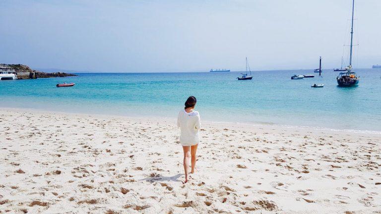 Andando por la playa de Rodas en las Islas Cíes