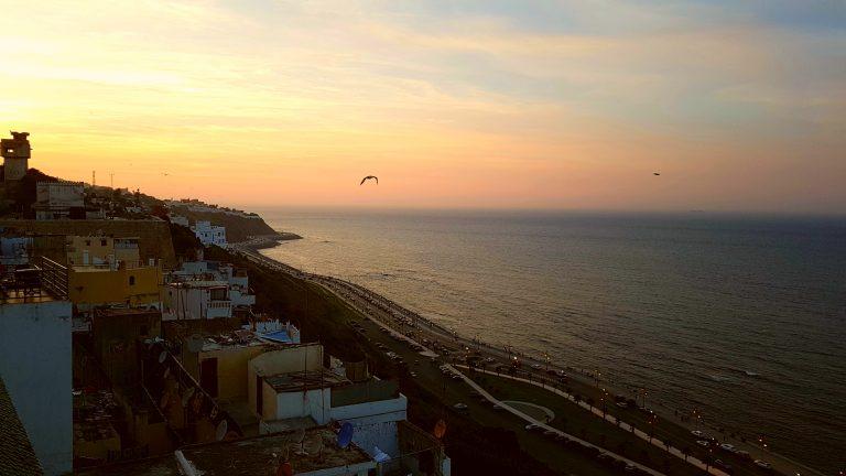 Descubre qué ver y hacer en Tánger y las vistas desde una terraza del Kasbah
