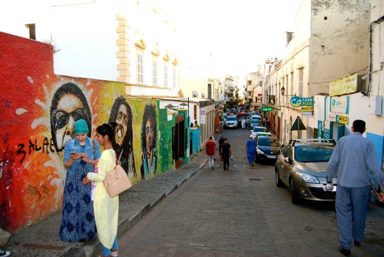 Descubre qué ver y hacer en Tánger con las pintadas del Kasbah