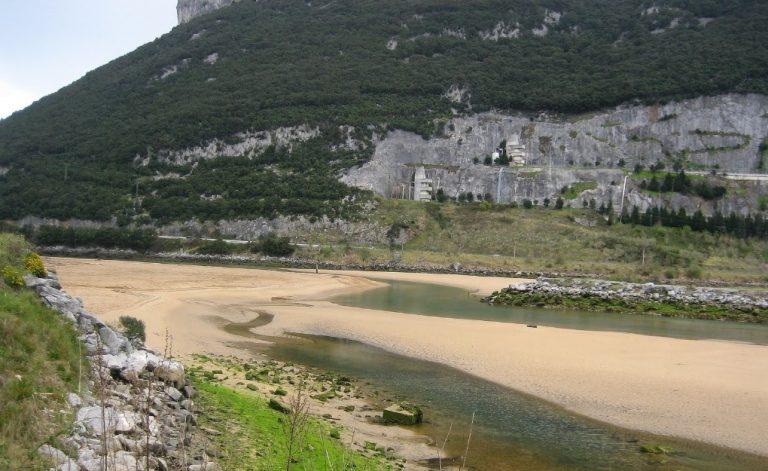 Playa Muelle de Oriñón para ir con perros en Cantabria