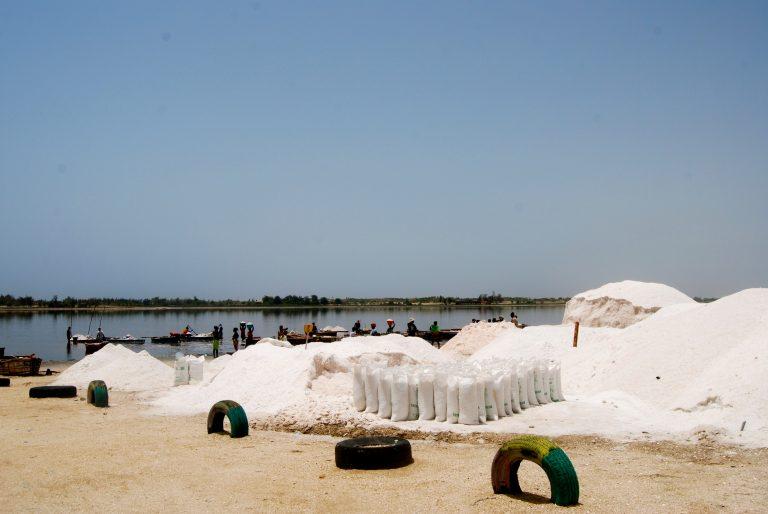 Sal en el lago rosa de Senegal, cómo llegar, qué ver y qué hacer