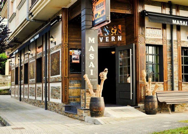 Restaurante donde comer con niños en Masai Tavern de Parbayon en Cantabria