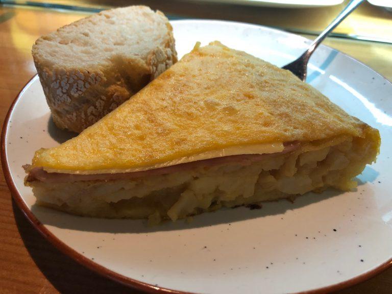 Tortilla de jamón y queso del Grupo Quebec en Santander