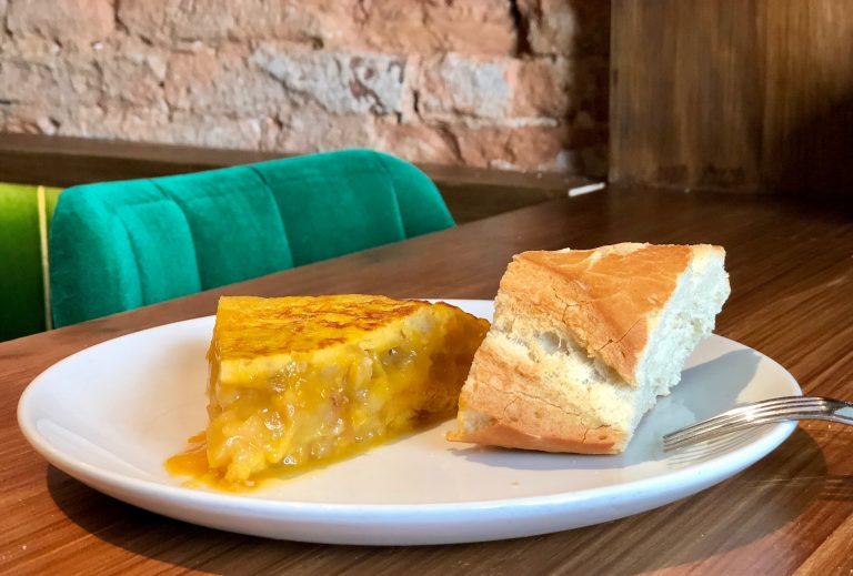 Tortilla de patata rellena de Salitre en Santander