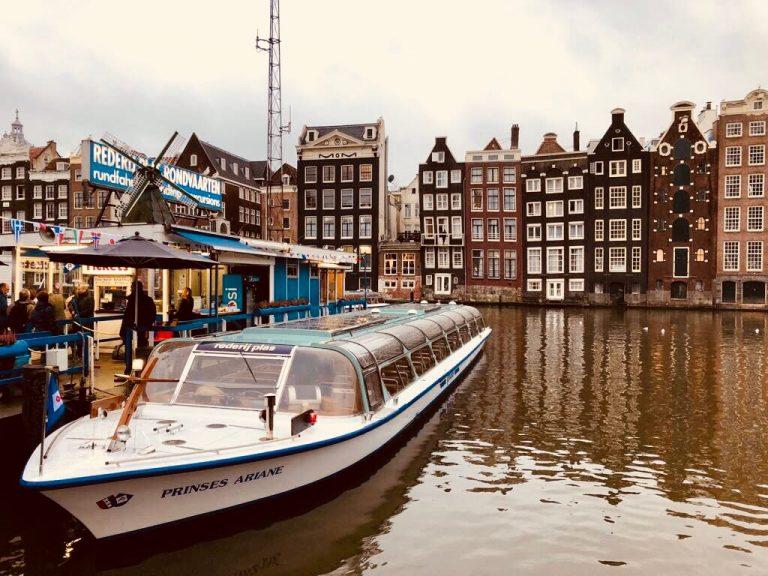Qué ver y qué hacer en barco por Amsterdam