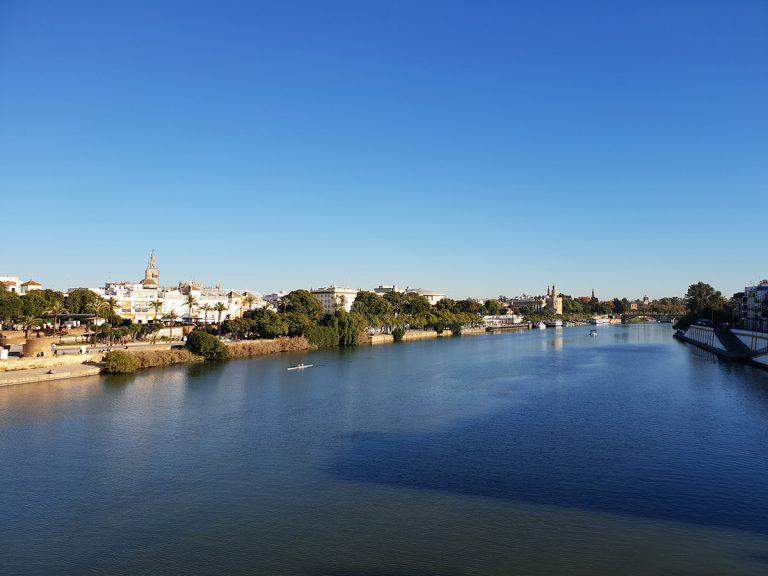 Puente de Triana, qué ver y qué hacer en Sevilla